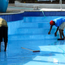 Pool Cleaning Santa Rosa: DIY or Hire an Expert?